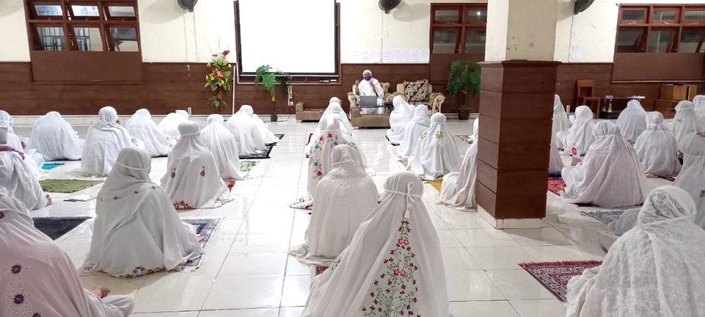 assalaam.or.id - Kajian Rutin Ba'dha Maghrib Santriwati Assalaam, Materi Tentang Fiqih Wanita