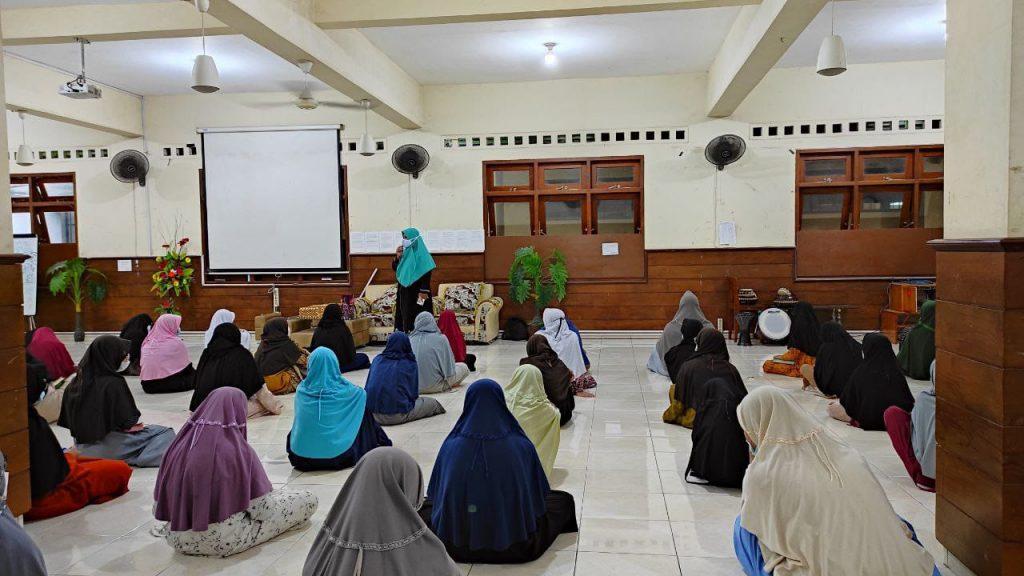 Pondok Pesantren Assalaam Motivasi Santri Hidup Bersih dan Mandiri
