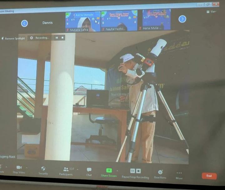 Astronomi Assalaam Tularkan Ilmu Penggunaan Teleskop Untuk Siswa SMP Al-Azhar Syifa Budi Solo