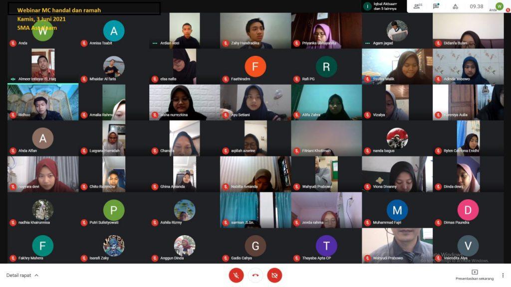 60 Santri SMA Assalaam Asah Potensi Public Speaking