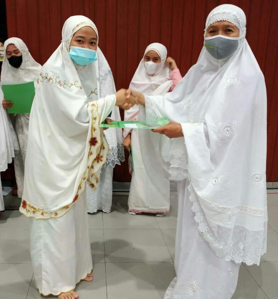 Santriwati Hafal Al-Qur'an di atas 10 Juz