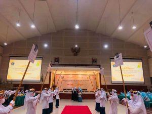 Kesantrian Putri Pondok Pesantren Modern Islam Assalaam melantik pengurus konsulat periode 2022/2023 pada S