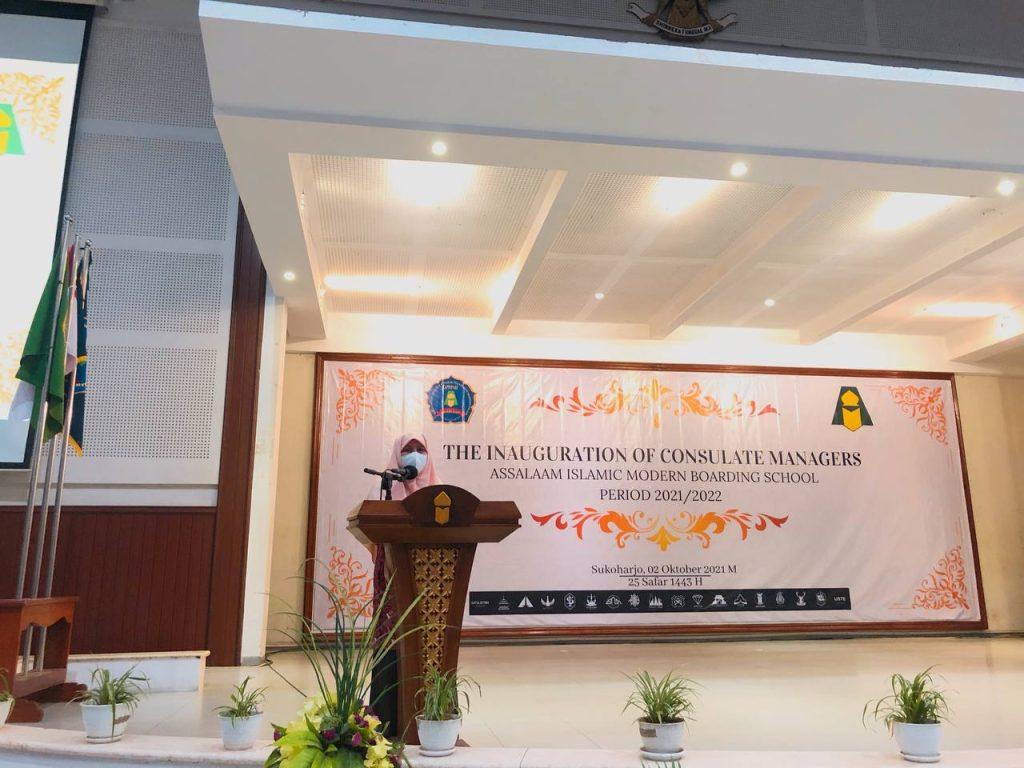 Pelantikan Pengurus Konsulat 2021/2022, Kepala Kesantrian Putri PPMI Assalaam: Selamat Mengabdi dan Belajar Organisasi