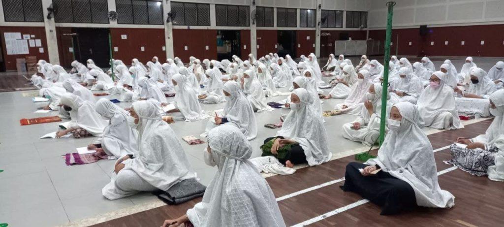 Upgrading Imam Sholat Santriwati Assalaam Kelas 12
